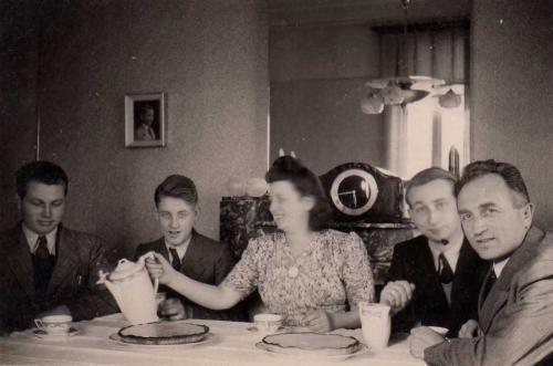 1947 thé à Jodoigne.jpg
